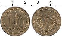 Изображение Монеты Западная Африка 10 франков 1977 Латунь UNC- Золотая гиря народа