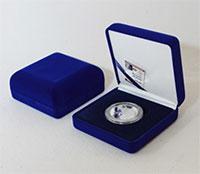 Изображение Аксессуары для монет Бархат Подарочный футляр для монеты Ø 44 мм с лентой(№3) 0