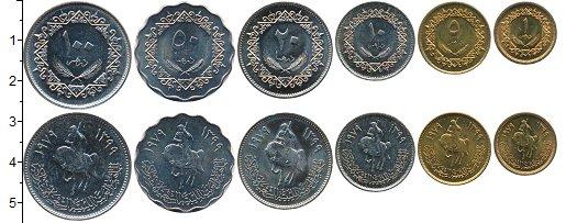 Изображение Наборы монет Африка Ливия 100 дирхам 1979  UNC