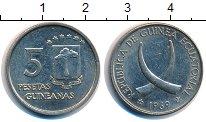 Изображение Монеты Экваториальная Гвинея 5 песет 1969 Медно-никель XF Скрещенные бивни.