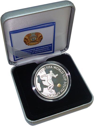Изображение Подарочные монеты Казахстан Чемпионат мира по футболу 2010 года 2009 Серебро Proof Монета номиналом 100