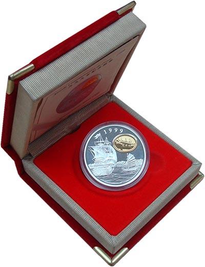 Изображение Подарочные наборы Макао Возвращение Макао 1999 Серебро Proof Монета номиналом 100