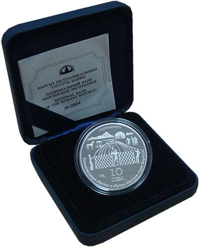 Изображение Подарочные монеты Киргизия 10 сом 2010 Серебро Proof Национальные обычаи