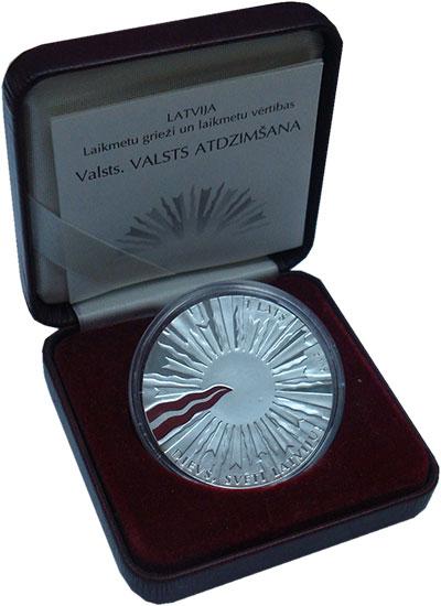 Изображение Подарочные монеты Латвия 1 лат 2007 Серебро Proof Возрождения государс