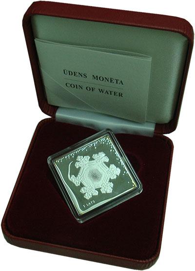 Изображение Подарочные монеты Латвия 1 лат 2009 Серебро Proof Вода. Квадратная мон