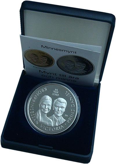 Изображение Подарочные монеты Швеция 300 крон 2010 Серебро Proof Свадьба принцессы Ви
