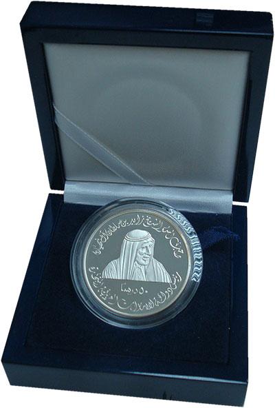 Изображение Подарочные монеты ОАЭ 50 дирхам 2001 Серебро Proof 50 лет Вооруженнам с