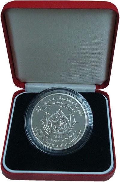 Изображение Подарочные монеты ОАЭ 50 дирхам 2005 Серебро Proof Фатима бинт Мубарак
