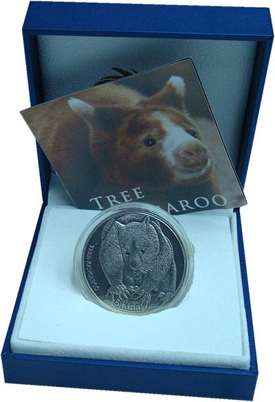 Изображение Подарочные монеты Папуа-Новая Гвинея 5 кин 2013 Серебро UNC Деревесный Кенгуру.