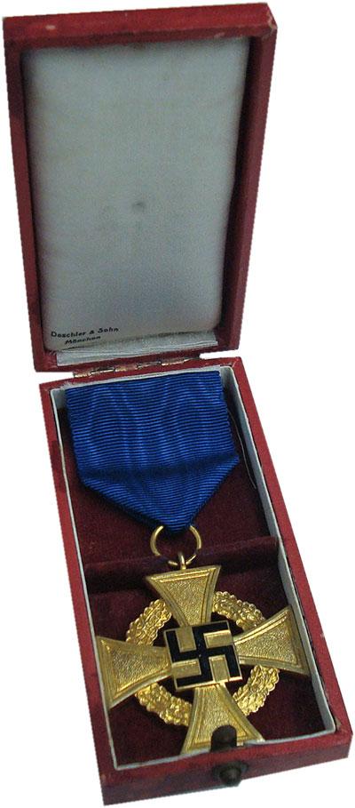 Изображение Подарочные монеты Третий Рейх Наградной крест 0  UNC Позолота. Крест за 4