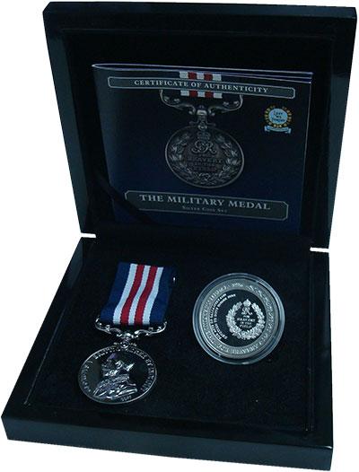 Изображение Подарочные монеты Тристан-да-Кунья 1 крона 2016 Посеребрение Proof Военная медаль за хр