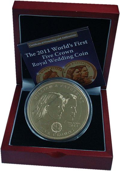 Изображение Подарочные монеты Тристан-да-Кунья 5 крон 2011 Позолота Proof Свадьба Уильяма и Ка
