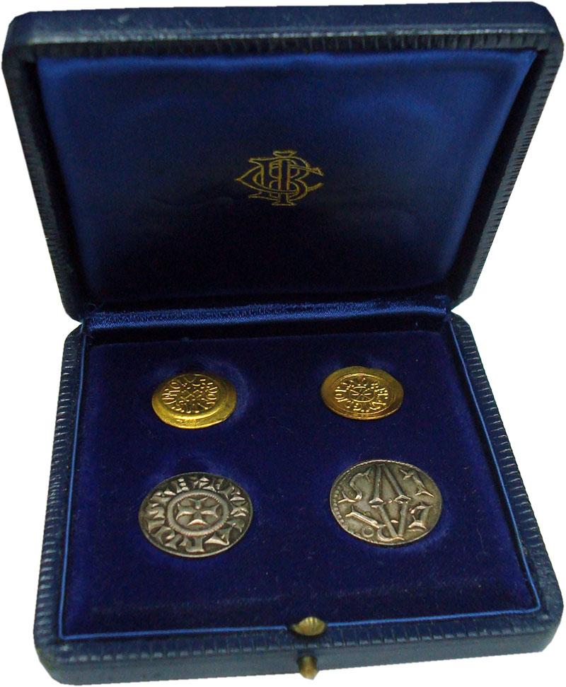Изображение Подарочные монеты Франция Карл Великий 1972  UNC Набор из 4 жетонов п