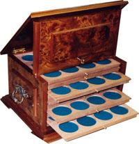 Изображение Аксессуары для монет Кабинеты для монет Мюнцкабинет-ларец 0   лакированное изделие