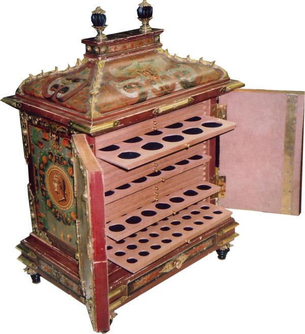 Аксессуары для коллекционеров кабинеты для монет антикварный.